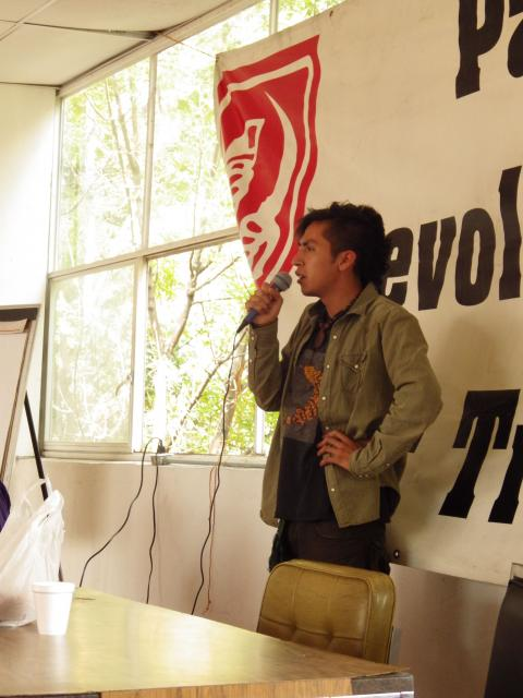 Fernando Estañol expondiendo sobre ecosocialismo